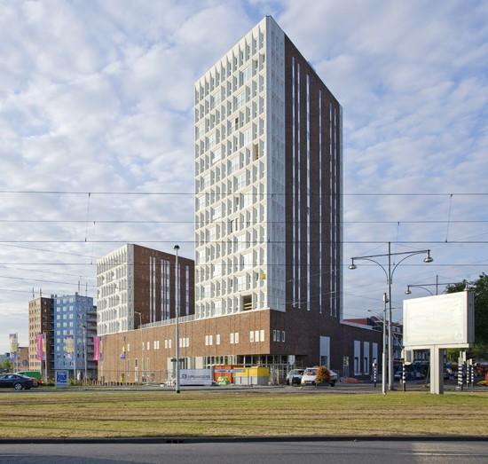 BKT_De_zwarte_hond_havensteder_nieuwbouw_woningbouw_appartementen_mediamarkt_sprangersbouw_overdracht_Rotterdam_Feyenoord_herstructurering_01.jpg