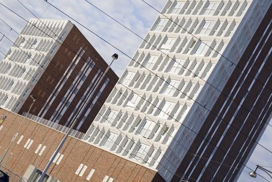 BKT_De_zwarte_hond_havensteder_nieuwbouw_woningbouw_appartementen_mediamarkt_sprangersbouw_overdracht_Rotterdam_Feyenoord_herstructurering_02.jpg