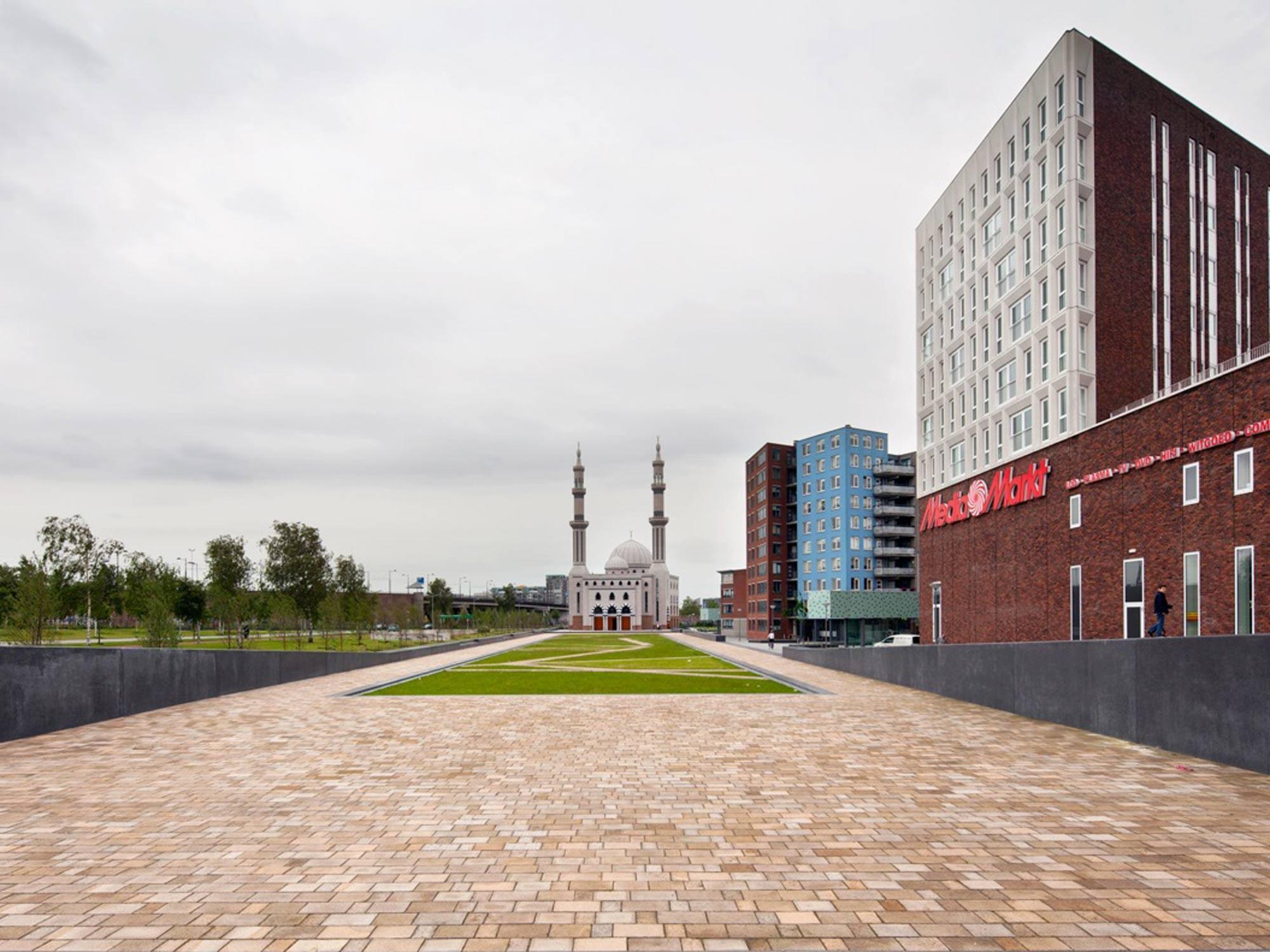 BKT_De_zwarte_hond_havensteder_nieuwbouw_woningbouw_appartementen_mediamarkt_sprangersbouw_overdracht_Rotterdam_Feyenoord_herstructurering_04.jpg
