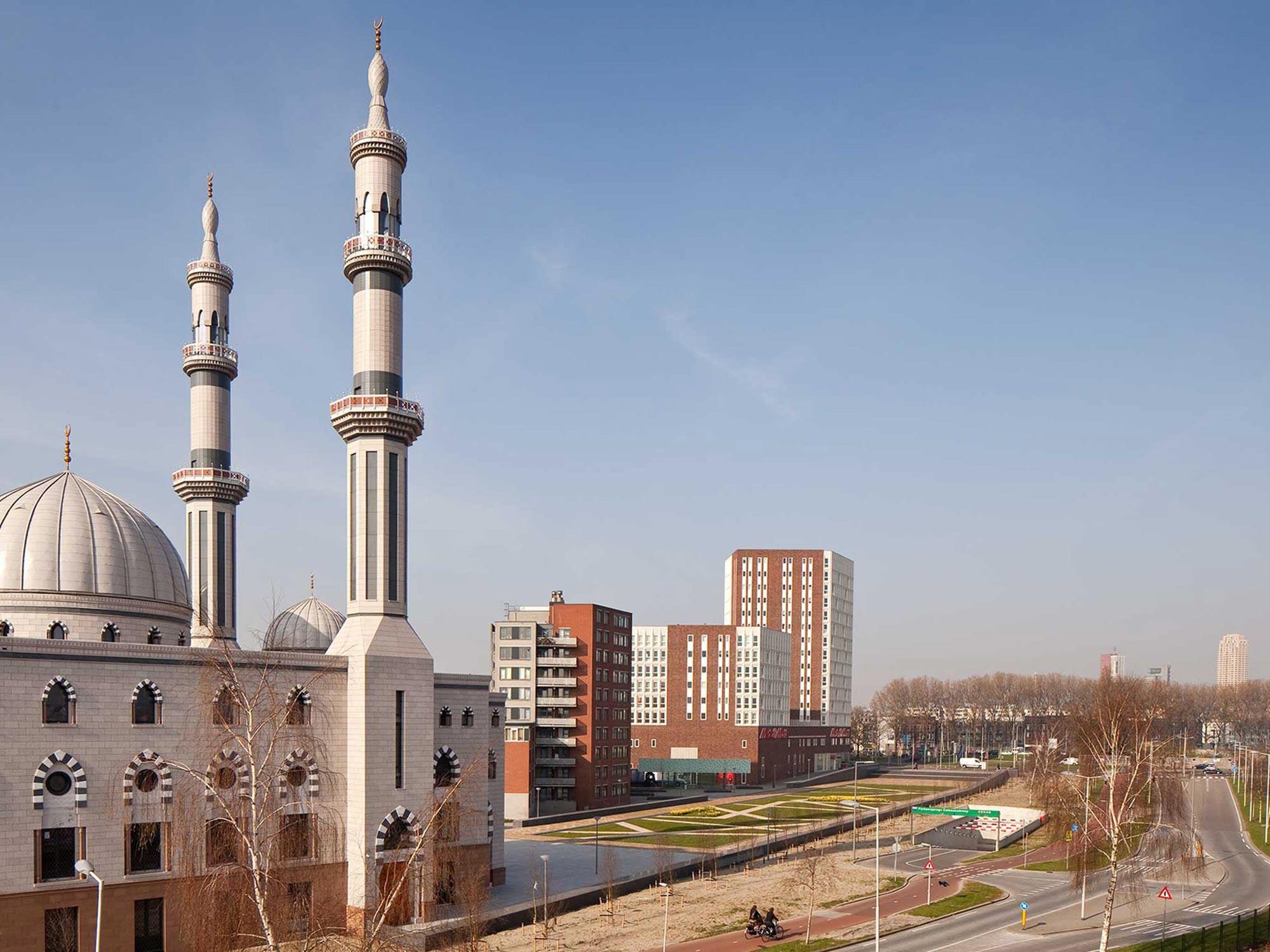 BKT_De_zwarte_hond_havensteder_nieuwbouw_woningbouw_appartementen_mediamarkt_sprangersbouw_overdracht_Rotterdam_Feyenoord_herstructurering_05.jpg